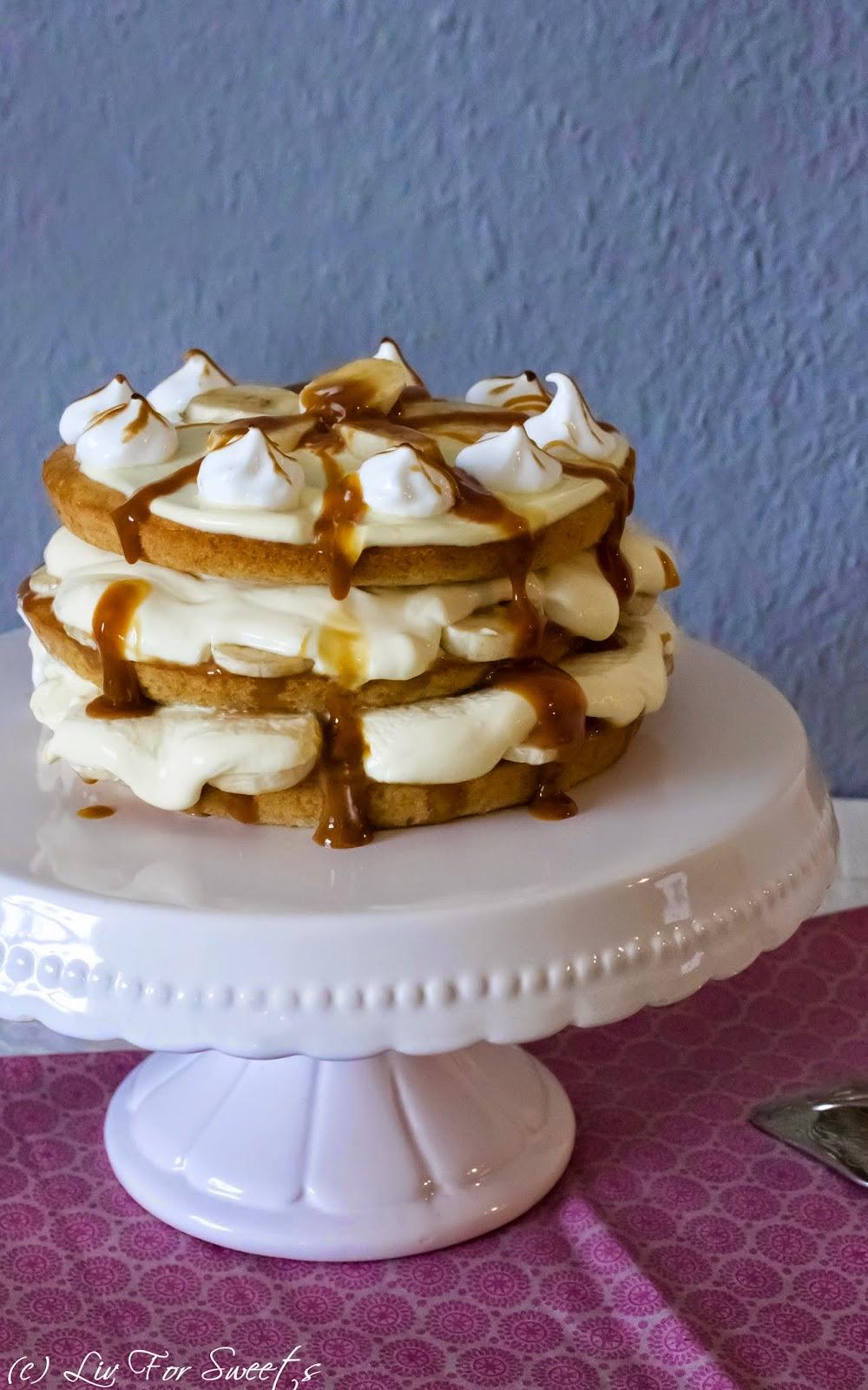 Banoffee Layer Cake, Wilton Easy Layer Set, Banane, Creme Fraiche, Karamell, Eischnee, Baiser, Lagentorte, Rezept auch für den Thermomix