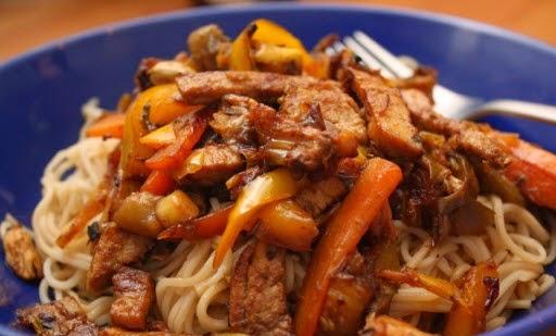 Stir-fried Noodles with Sliced Pork (Mì Xào Thịt Heo Lát)