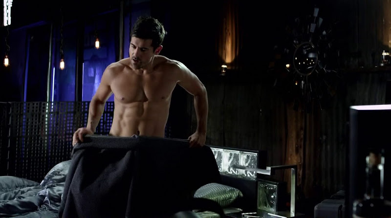 Adam Huss Shirtless in Femme Fatales s2e12