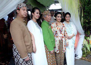 Prosesi Pernikahan Dan Foto Nikah Raffi Ahmad