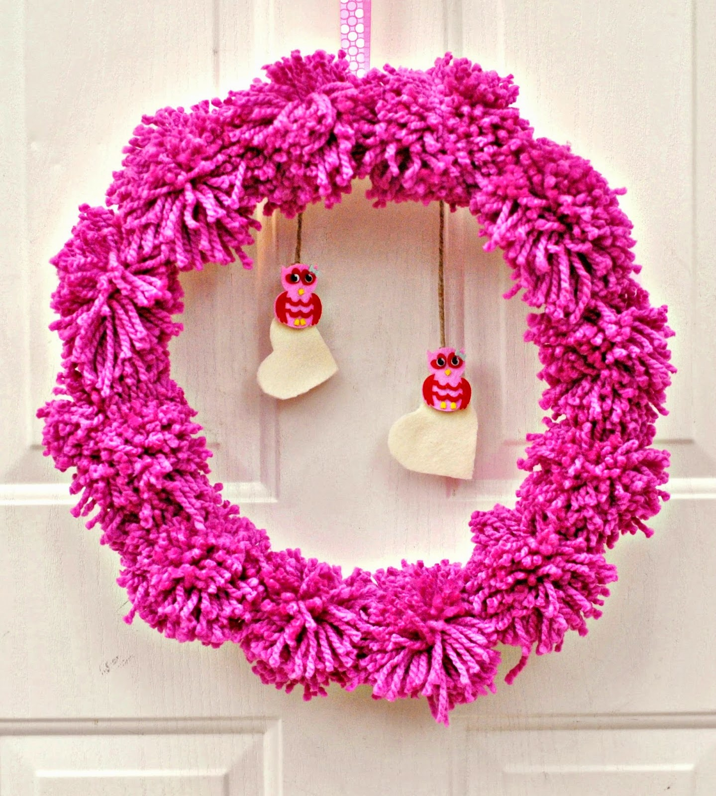 life with 4 boys diy pom pom valentine 39 s day wreath. Black Bedroom Furniture Sets. Home Design Ideas