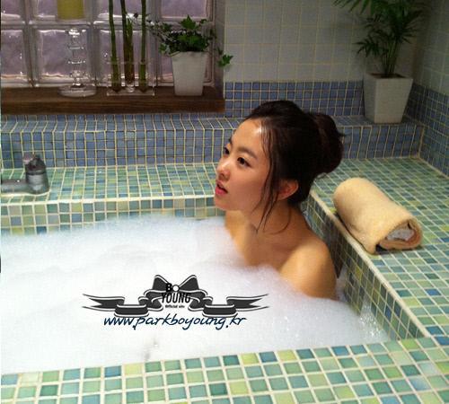 Park Bo Young S Bath Scene Photos Revealed Daily K Pop