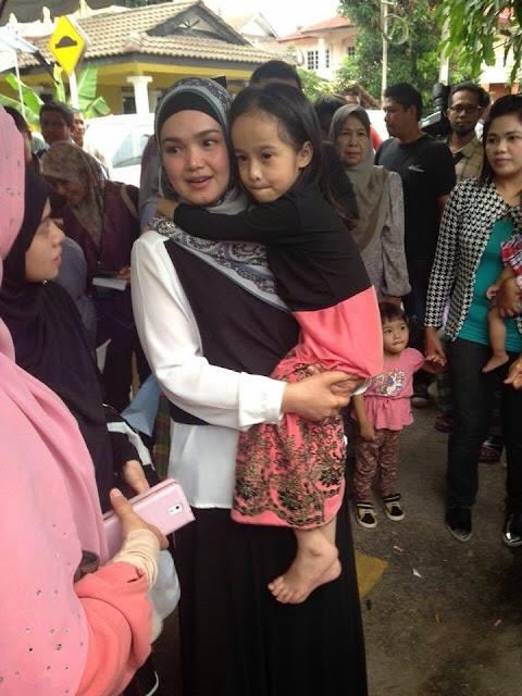 2 Foto Dato Siti Nurhaliza Tunaikan Impian Adik Amira