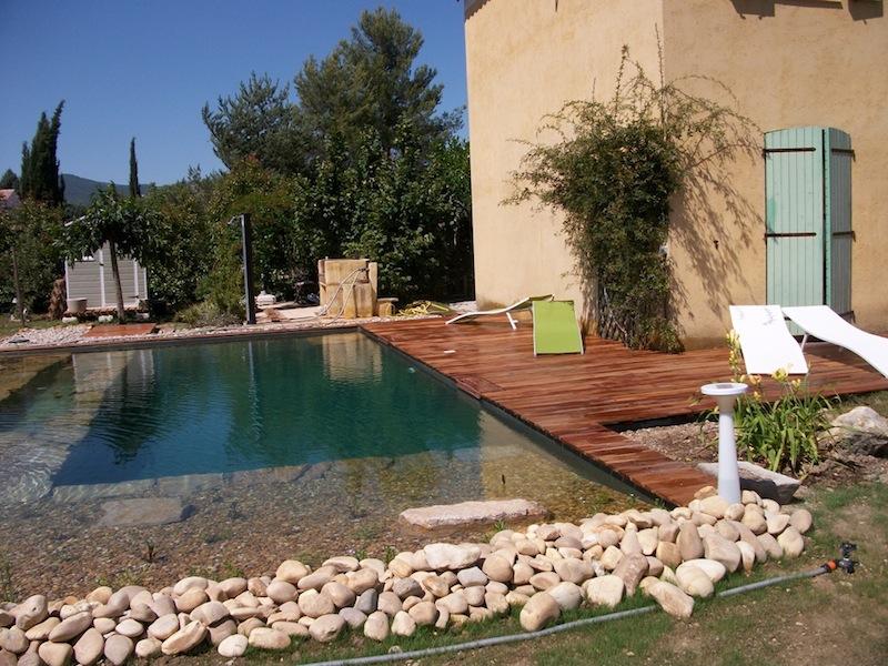 Idee Deco Jardin Piscine = une construction d'une piscine naturelle ...