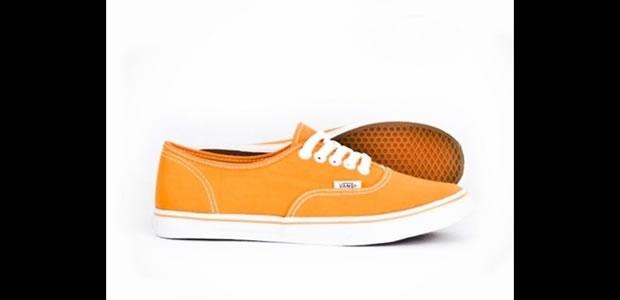 Na cor tangerina, modelo Authentic da Vans (Foto: Reprodução)