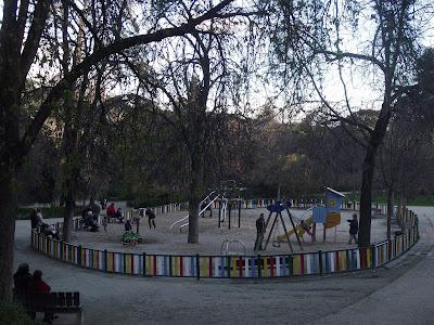 Parque infantil en el parque la quinta de la fuente del berro