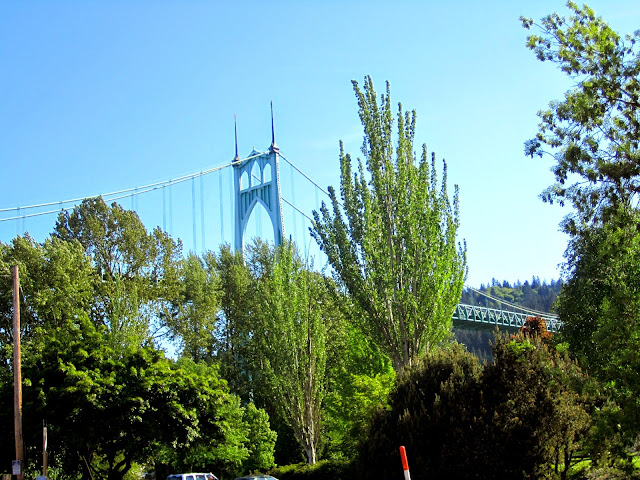 St. John's Bridge , Portland, Oregon