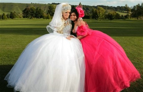 Fantastic Wedding Dresses Designs With A Colorful Model