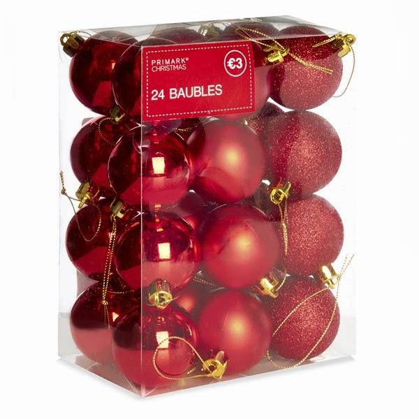 Primark online: bolas en rojo para adornar en Navidades