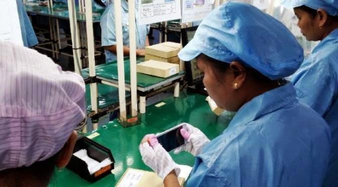 Smartphone 4G Made In Indonesia Ini Diproduksi di Batam