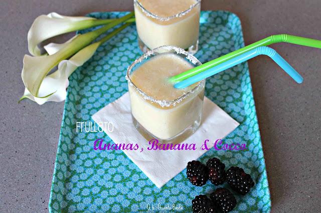 Smoothie con ananas banana e cocco