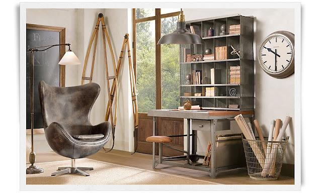 Innred med industrielt og antikviteter, store speil, grått, tobakk- og cognacfargede daybeds, tekniske tegninger og store lamper
