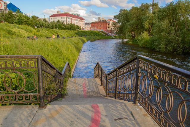 Путешествия: О жизни: Красная линия Екатеринбурга фото