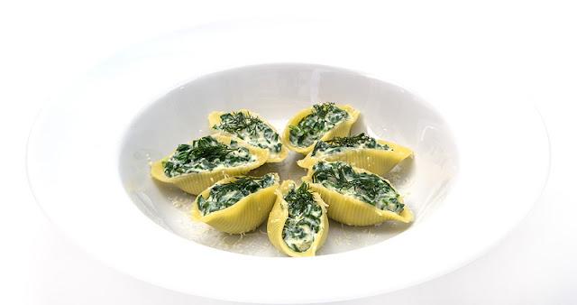 Spinat and ricotta pasta shells
