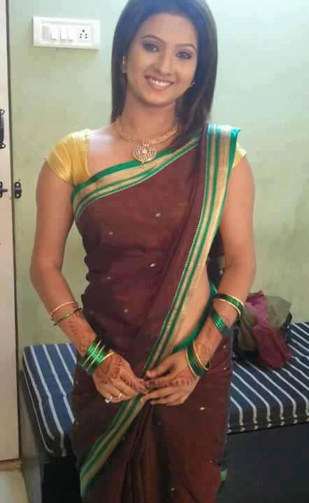 telugu hot housewife aunties blouse removing photos