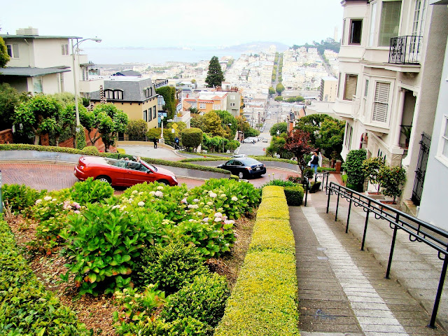 Lombard street - San Fransisco - California - USA