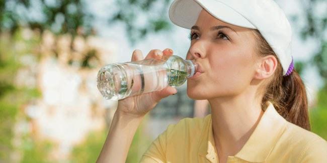 Kesehatan : Banyak Minum Air Putih Bisa Cegah 5 dampak Dehidrasi