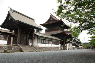 Romon and yakuimon of Aso Jinja