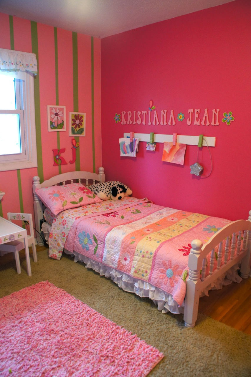 Girls 39 shared bedroom flower theme the kid friendly home for Room decor for 12 year olds