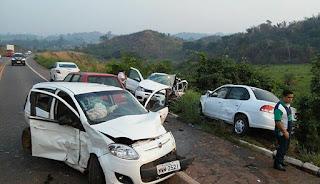 Acidente deixa pessoas feridas na BR-010, no povoado Km 1700