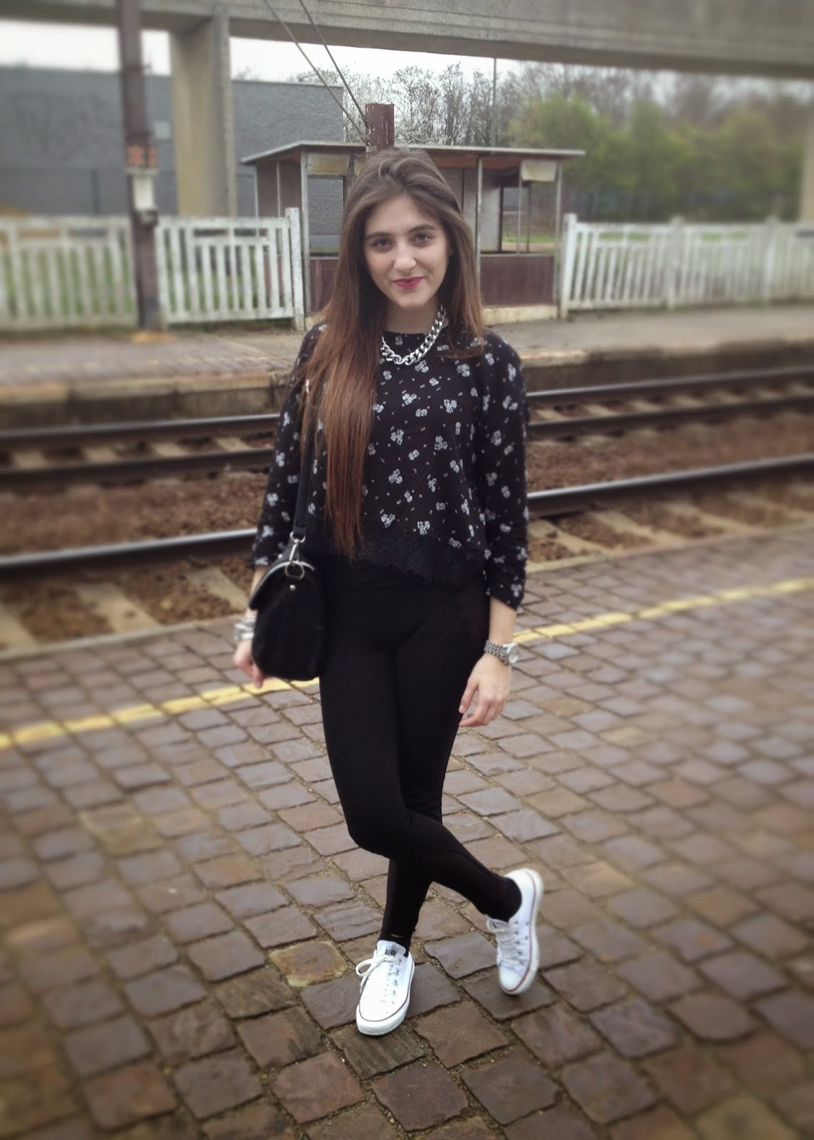 converse noir avec jupe