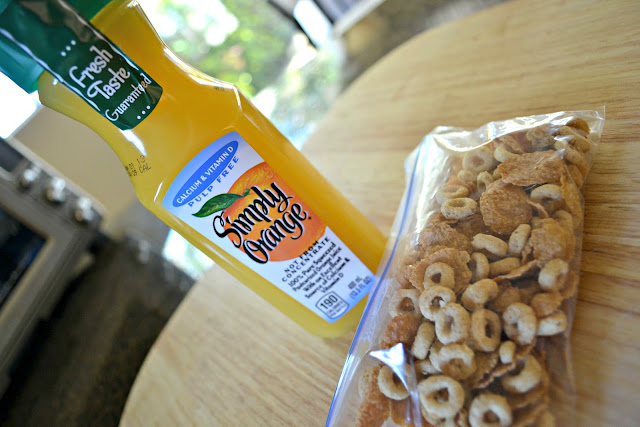 MommyTesters easy breakfast from Safeway Vons #cbias #BreakfastSavings simply orange and Honey Nut Cheerios Medley
