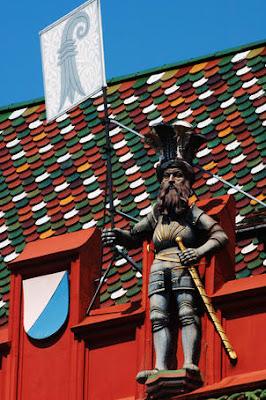 Basilea Rathaus facciata