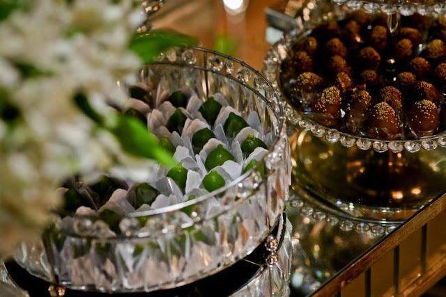 Casamento, decoração, luxo, branco e verde, patu anu, m zanirato, buquê, mesa de doces
