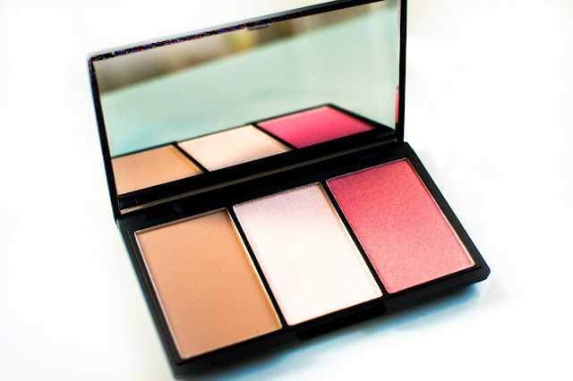 Sleek contouring and blush palette