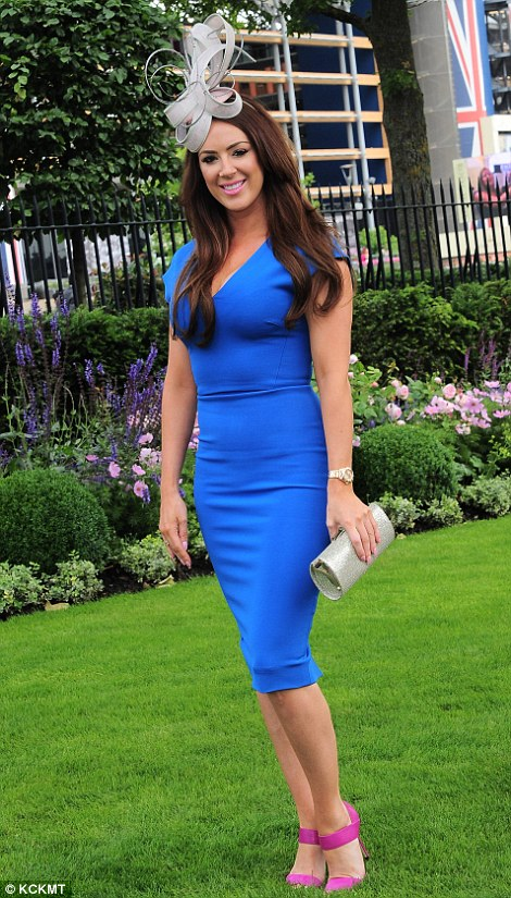 A lady in a royal blue shift dress and bright pink heels on day 4 of Royal Ascot 2014