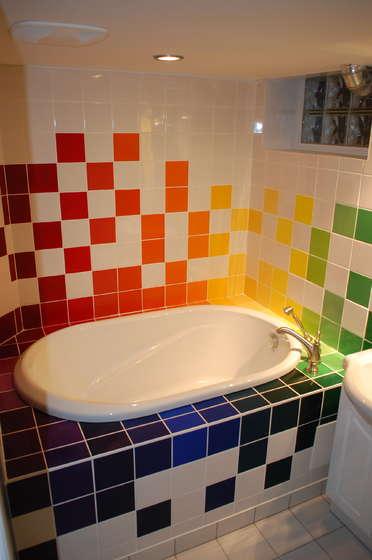Arredamenti moderni dipingere le mattonelle bianche del - Dipingere mattonelle bagno ...