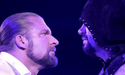 imagen de triple h confrontando a the undertaker para wrestlemania 28