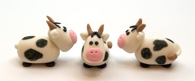 Cow fondant figurines front