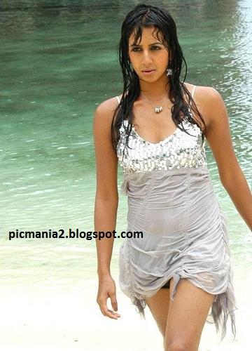 sanjana sexy bikini wet gallery