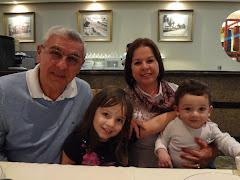 Pr. Abilio e Pra. Vera com seus netinhos: Júlia e Pedro - novembro 2012