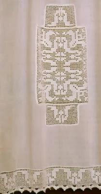 Professione Donna: Tenda di lino con inserto e bordo lavorati a filet