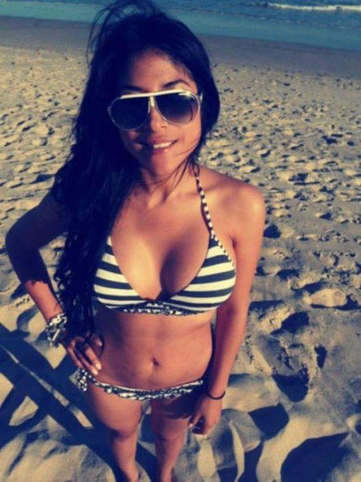 молодые девочки на пляже эротика минет