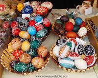 ovos pintados à mão