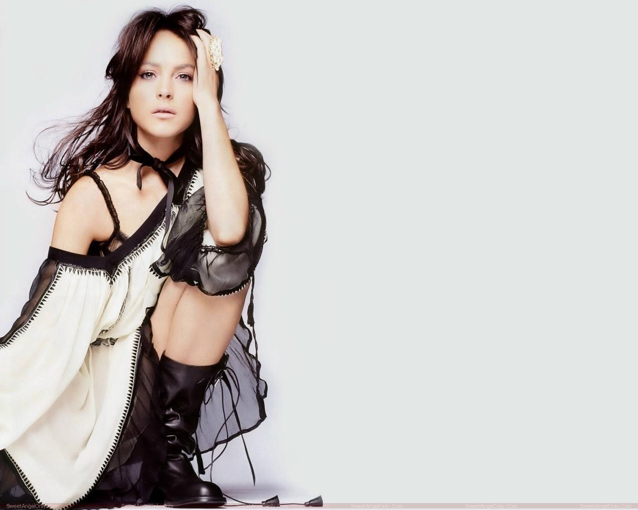 http://2.bp.blogspot.com/-wXFxnrviI04/TYbvQI7hGyI/AAAAAAAAFs0/yqUZdn8oPzs/s1600/lindsay_lohan_hollywood_hot_actress_wallpaper_sweetangelonly_07.jpg