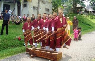 Sejarah dan Asal Usul Seni Bendrong Lesung dari Jawa Barat