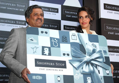 neha dhupia at shoppers stop gift card launch