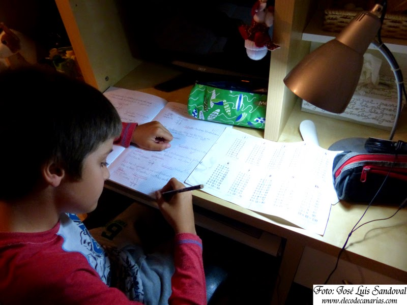ayudar a los hijos hace los deberes escolares es malo