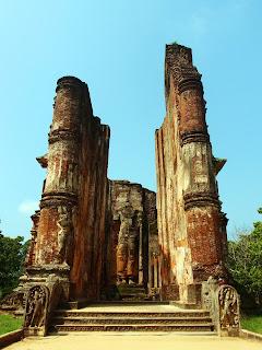 Lankatilaka temple.