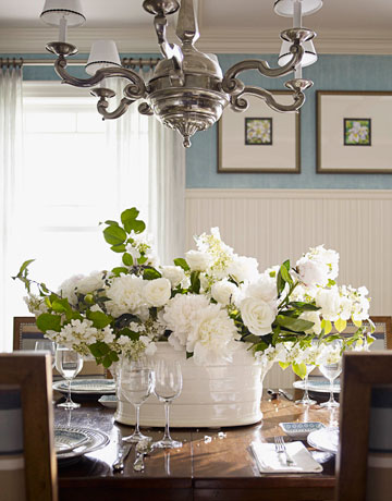 Vignette design centerpieces that inspire me for Floral centerpieces for dining room tables