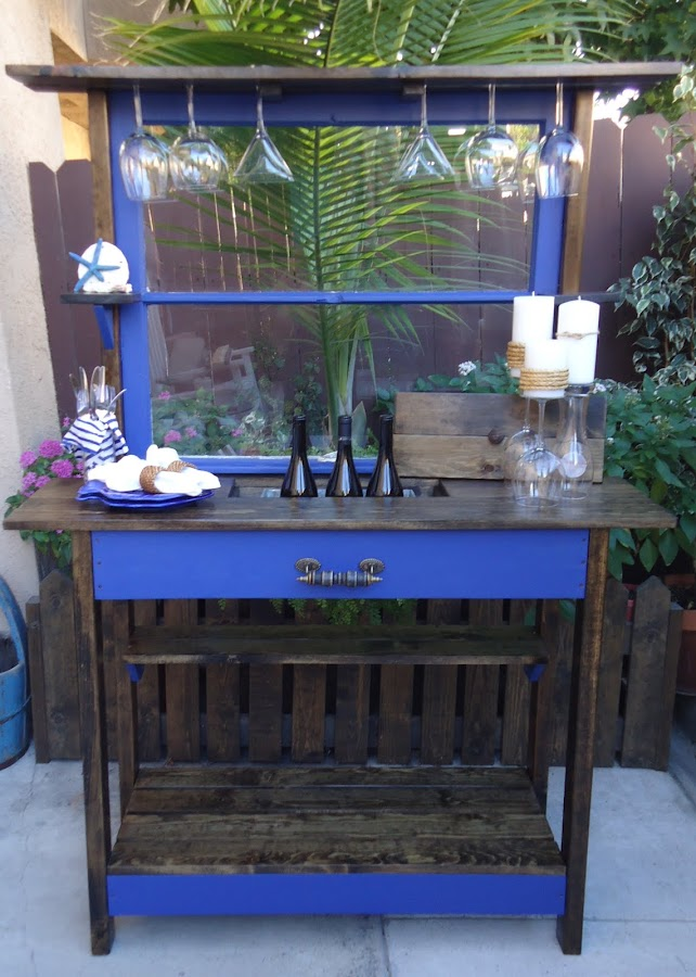 Outdoor Entertainment Table with Ice Container
