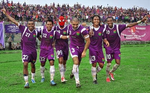 Persita vs Gresik United ISL Indonesia 2013