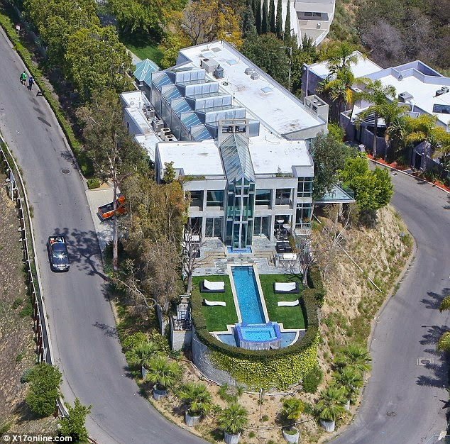 Homes Of The Rich And Famous Rihanna Buys A New Home In