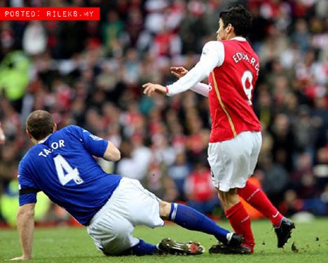Kecederaan Paling Parah Dalam Bola Sepak Dunia (11 Gambar).