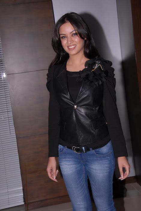 maryam zakaria new @ naa ishtam logo launch actress pics