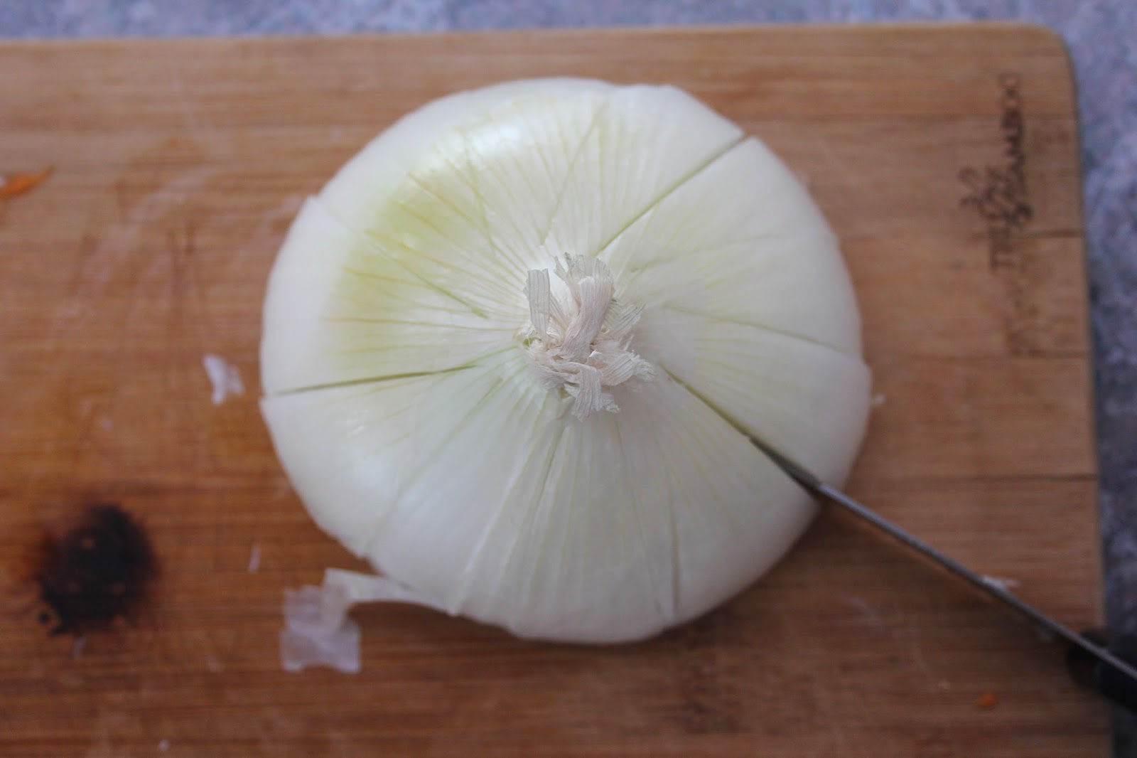 easy way to cut an onion